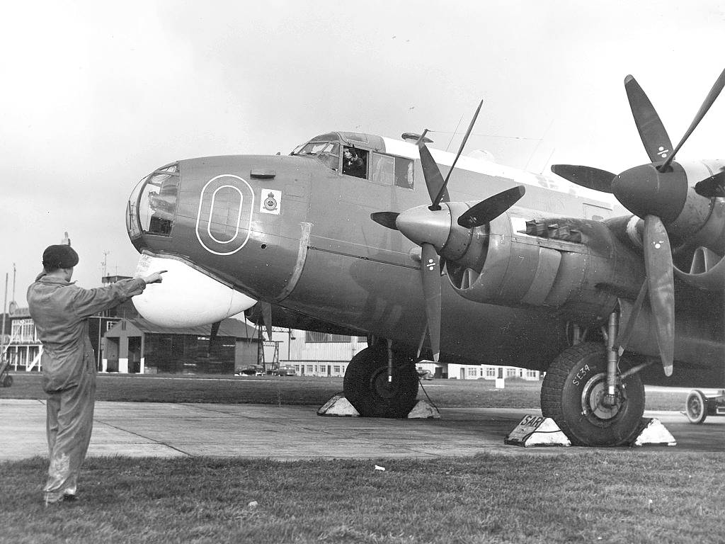 An Avro Shackleton Mk1 about to start engines