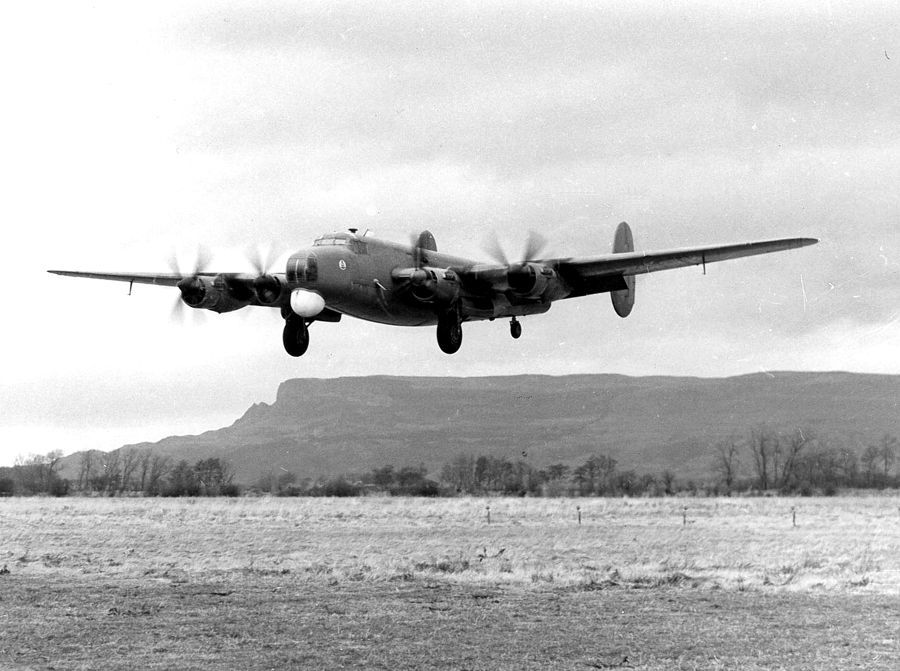 Shackleton Mk1 WB818 landing at Ballykelly