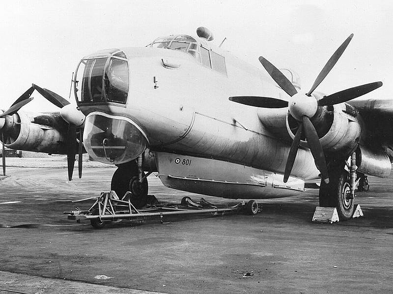 Avro Shackleton with_Saunders-Roe airborne lifeboat