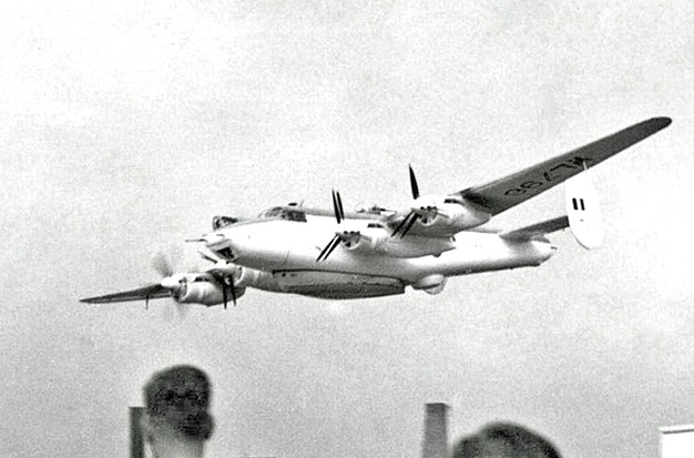 Shackleton Mk2 WL796 making a single engine flypast during an air display