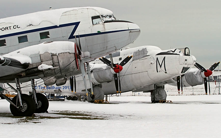 Avro Shackleton WR963 at Coventry in the winter snow